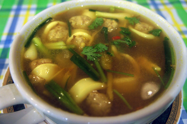 Spicy-soup-with-squid-(tomyam-plamuk)