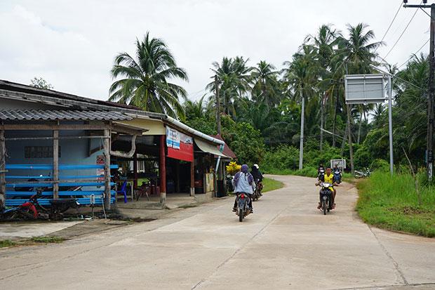 Motos circulando en Koh Yao Yai