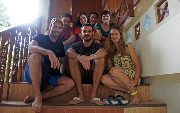 Con-el-equipo-de-Colabora-Birmania-en-su-oficina