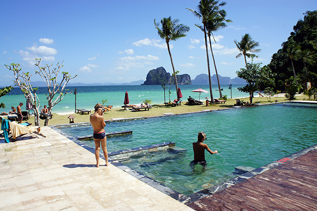 Piscina-de-thanya-resort-en-Koh-Ngai