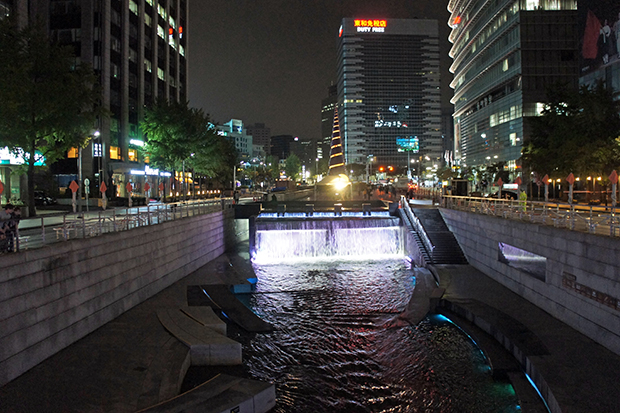 principio-del-arroyo-cheonggyecheon