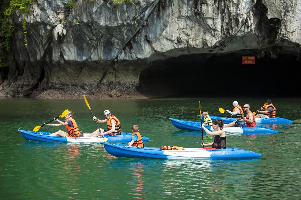 Kayak en la Bahía de Ha Long